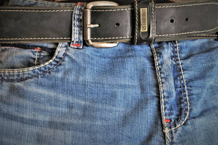 utiliser un corset minceur pour rentrer dans son vieu jean